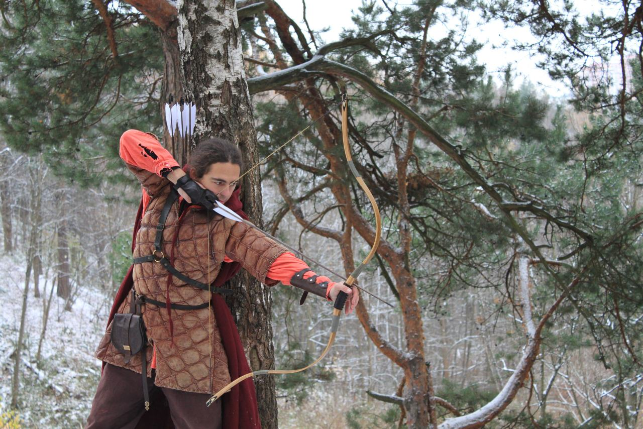 Archer with recurve bow Hoder - 1